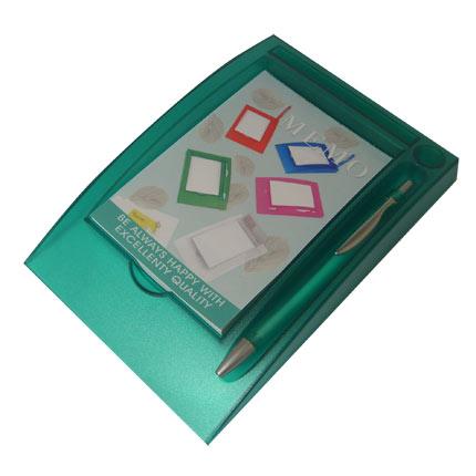 Блокнот с ручкой на горизонтальной подставке, цвет зеленый