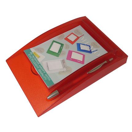 Блокнот с ручкой на горизонтальной подставке, цвет красный