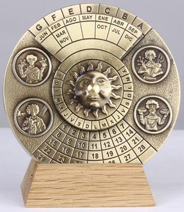 Вечный календарь Perpetuo в подарочной коробке бордового цвета
